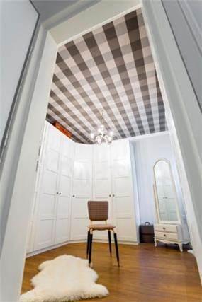חדר ארונות, Inside Design