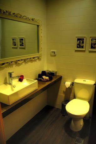 חדר איפור ושירותים, Inside Design