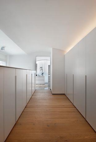 חדר ארונות  -מיקי טרבס, אדריכל