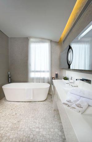 חדר אמבטיה יוקרתי - מיקי טרבס - אדריכל