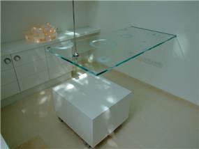 שולחן זכוכית במשרד - אסנת ברוקמן-אדריכלית