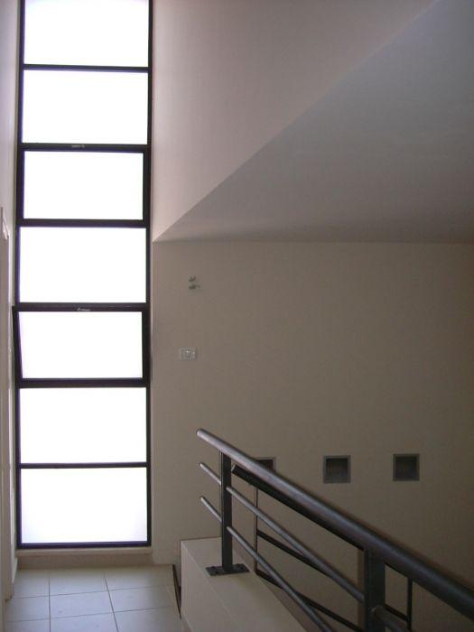 מסדרון וחלון גדול - אסנת ברוקמן-אדריכלית