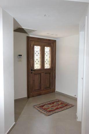 צד האחורי של דלת הכניסה, מיטל צימבר