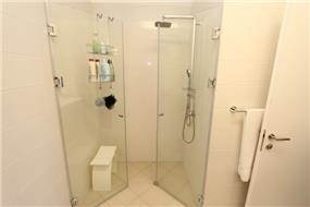 מקלחון זוגי, מיטל צימבר