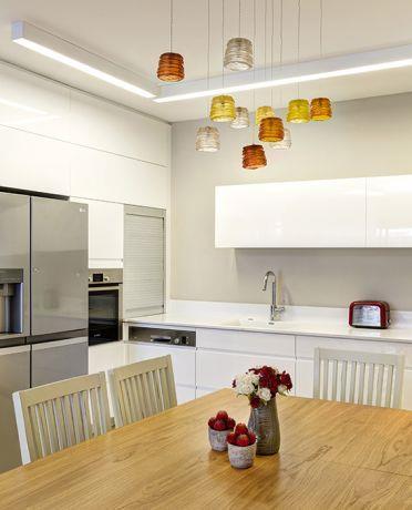 מטבח מודרני עם טאצ' צבעוני, מיטל צימבר