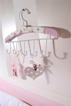 חדר נסיכות - הפרטים הקטנים, מיטל צימבר
