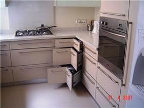 מטבח בעיצוב מודרני, נגריית גלזר