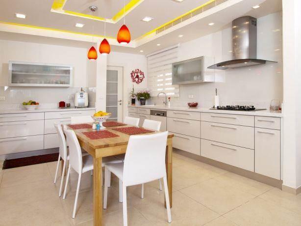 מטבח בסגנון מודרני, נגריית גלזר