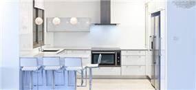 מטבח לבן בעיצוב מודרני, מטבחים רם-אור