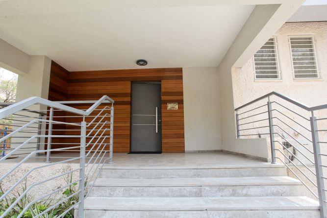 דלת כניסה, מישר אדריכלות ובניה בעמ