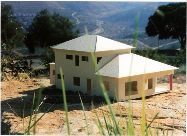 מודל של בית דו-קומתי, מושב אניעם, רמת הגולן - צור פורת אדריכלות ועיצוב