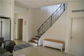 מהלך מדרגות מתעגל - צור פורת אדריכלות ועיצוב