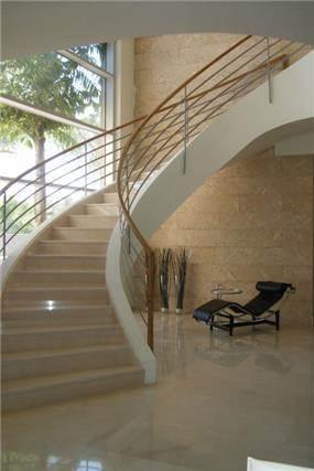 עיצוב מדרגות  לולייניות - ויקטוריה גוטמן, אדריכלית