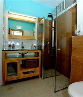 חדר מקלחת, LConcept, לוסי לשנסקי, לנה סמטנין