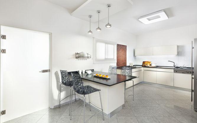 מטבח מודרני, ענבר מנגד - תכנון ועיצוב פנים