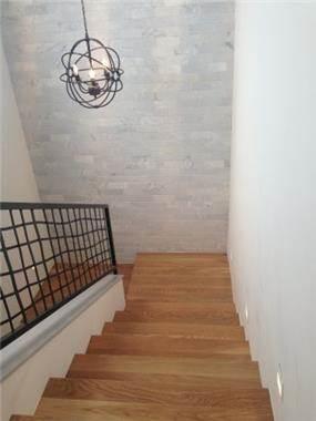 מדרגות עץ, ענבר מנגד - תכנון ועיצוב פנים