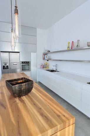 מטבח מודרני נקי, נגריית מדור לדור