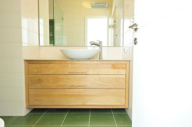 ארון מקלחת מעץ, נגריית מדור לדור