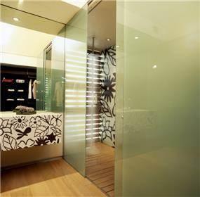 חדר רחצה מודרני בתכנון ועיצוב ראובן בלאום