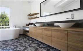 חדר אמבטיה ביתי-חם, בטש מעצבים