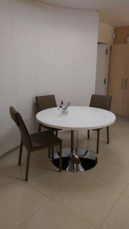 """שולחן עגול בפינת האוכל - רוני נגרות קלאסית בע""""מ"""
