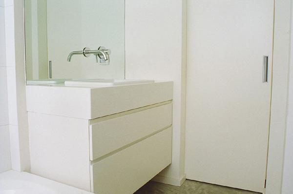 חדר שירותים מעוצב בסגנון נקי- תעוז אדריכלות ועיצוב פנים