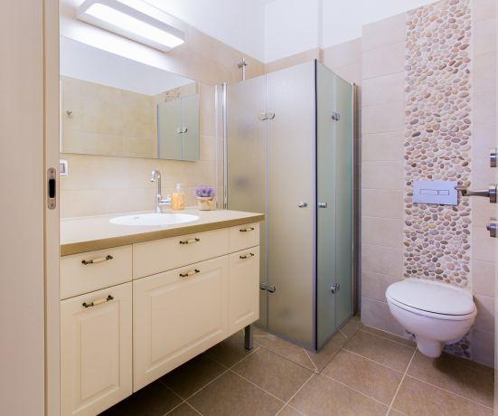 מקלחת בגדרה- ענבל קרקו, עיצוב פנים ופנג שואי