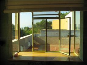 חלון צרפתי מפרופיל בלגי - חכם בן-צבי אדריכלים