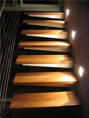 מדרגות תלויות - חכם בן-צבי אדריכלים