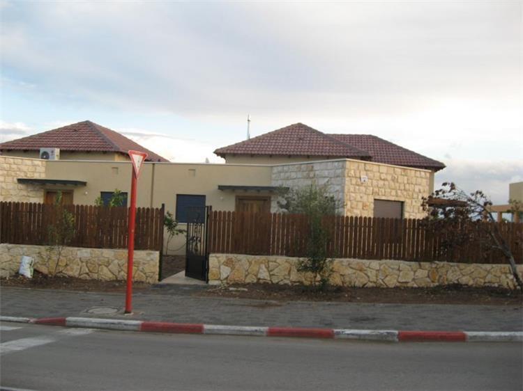 בית מגורים דו משפחתי - אוהד בקין - אדריכלות ותכנון ערים