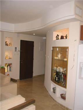 כניסה לבית - גולדמן גבריאל