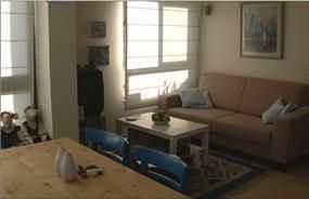 דירה קטנה - סלון ופינת אוכל - דפנה שומרוני