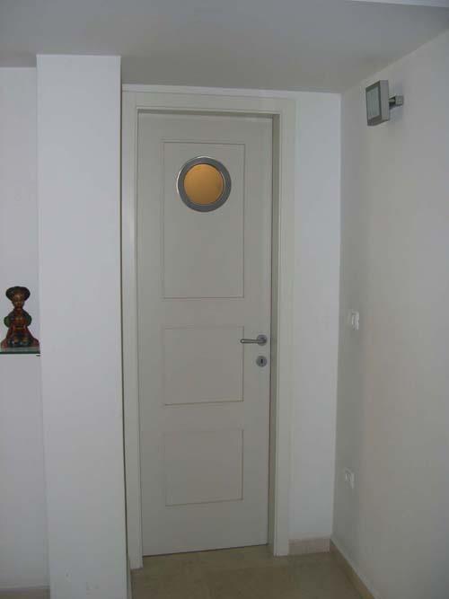 דלת שרותי אורחים - דפנה שומרוני