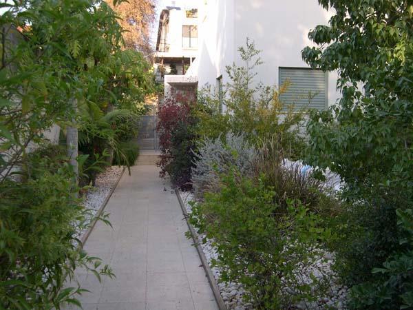 כניסה לבית מגורים - דפנה שומרוני