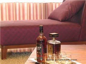שולחן עץ, חדר שינה - י. אלטמן עיצוב ותכנון פנים