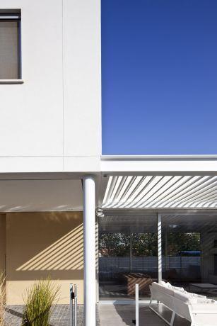 קומפוזיציה ודיוק בחזית הבית. עיצוב: אדריכל מרק טופילסקי