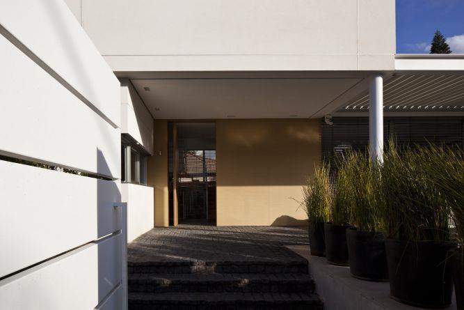 שביל הכניסה לבית בעיצוב אדריכל מרק טופילסקי