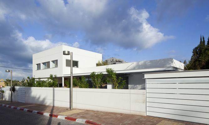 חזית בית אורכית בעיצוב אדריכל מרק טופילסקי