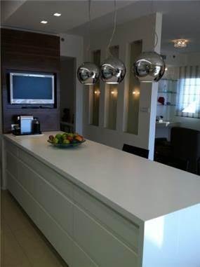אי עבודה במטבח בעיצוב מודרני של דורית אשל- תכנון ועיצוב פנים