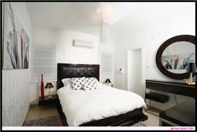 עיצוב חדר שינה הורים בסגנון רטרו.