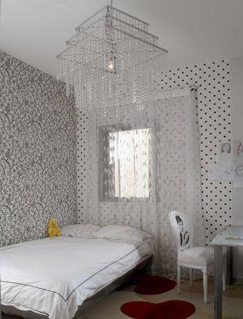 חדר נערה - אורית סנדר