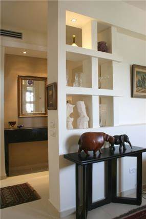 גלריה במבואה - אפולוניה אדריכלות תכנון ועיצוב.
