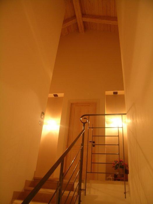 חלל גרם מדרגות - פייביש יקר לאה