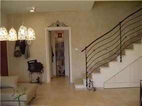 מבואה ומדרגות, חלל המגורים - ציפי עיצוב פנים