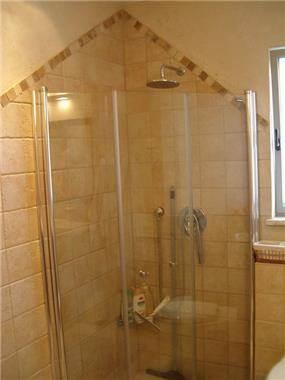 חדר אמבטיה ילדים, מקלחון - ציפי עיצוב פנים