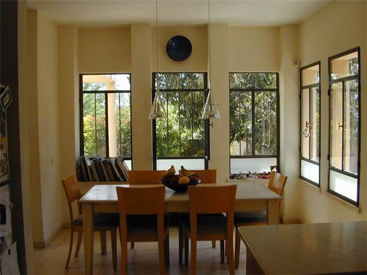 פינת אוכל, בית פרטי, רמת השרון - ארזה בן אור, אדריכלות ביו קלימטית