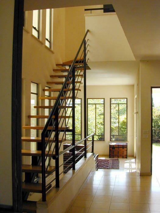 גרם מדרגות, בית פרטי, רמת השרון - ארזה בן אור, אדריכלות ביו קלימטית