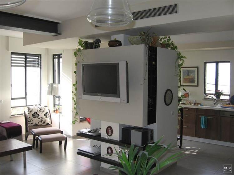 עיצוב מודרני נקי בסלון בדירה עירונית