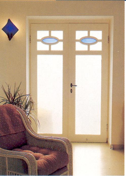 דלתות סלון פונות למרפסת בתא