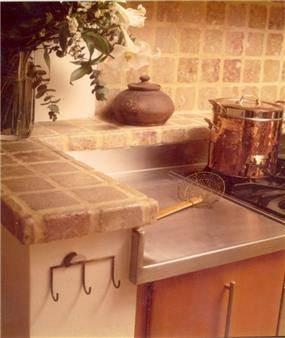 מטבח משלב חומרים חמים וקרים